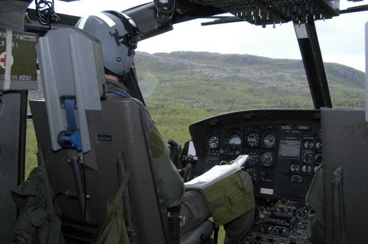 Flyger (pilot), inne i cockpit.