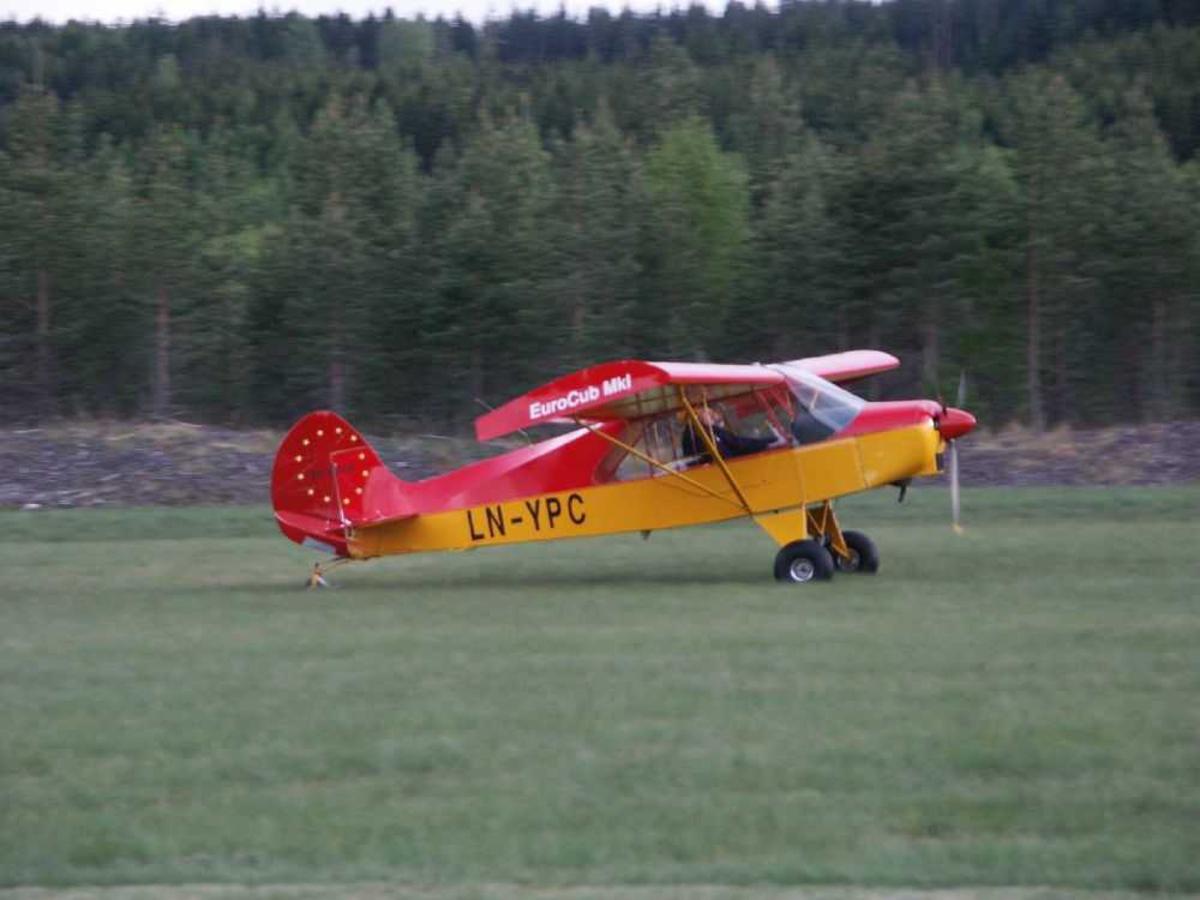 Ett fly på¨bakken EuroCub Mk-I, LN-YPC.