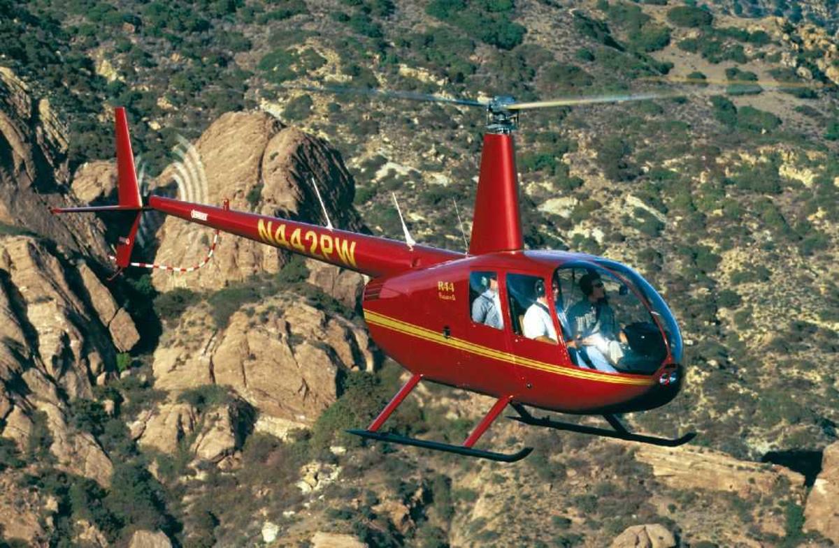 Ett helikopter, 2003 Robinson Helicopter Company R44 II, N442PW.