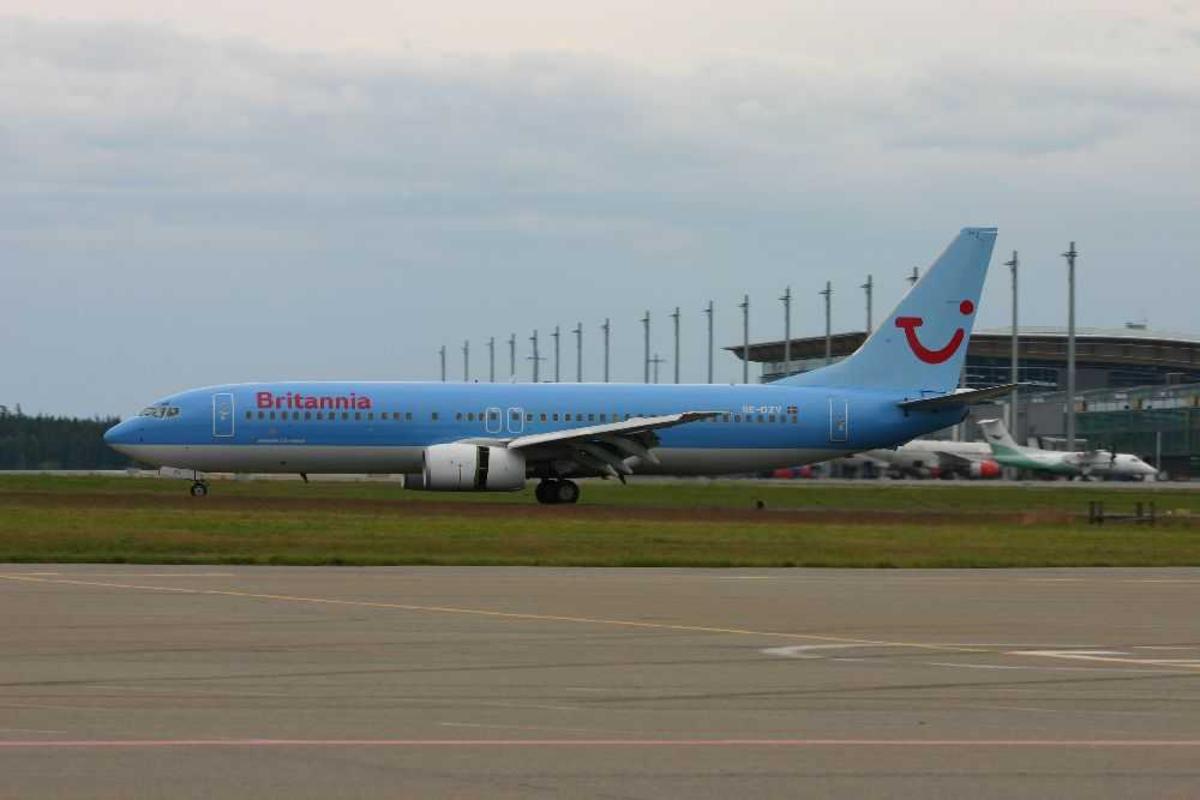 Lufthavn (flyplass) Ett fly på bakken Boeing 737-800, SE-DZV