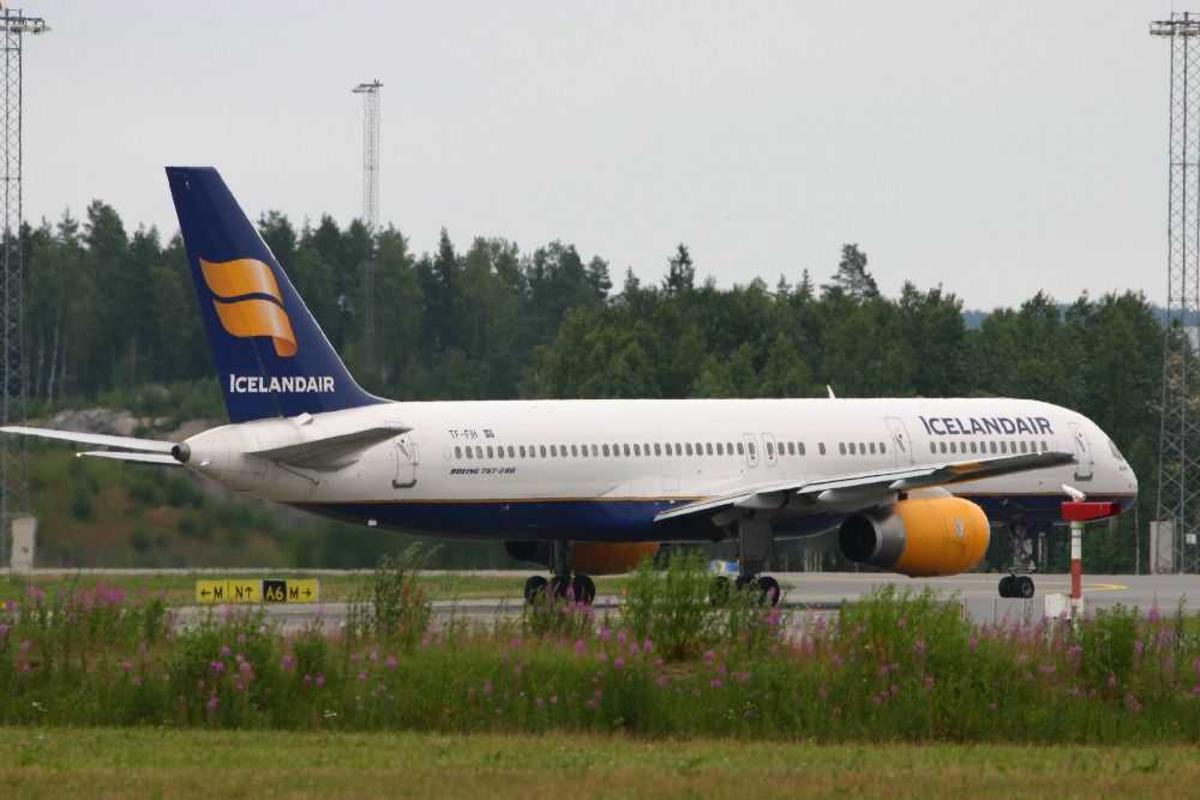 Ett fly, Boeing 757-200, TF-FIH fra Icelandair