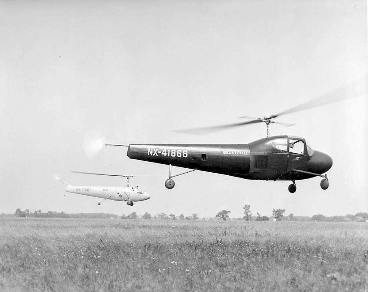 2 helikoptere i luften. Bell modell 30.