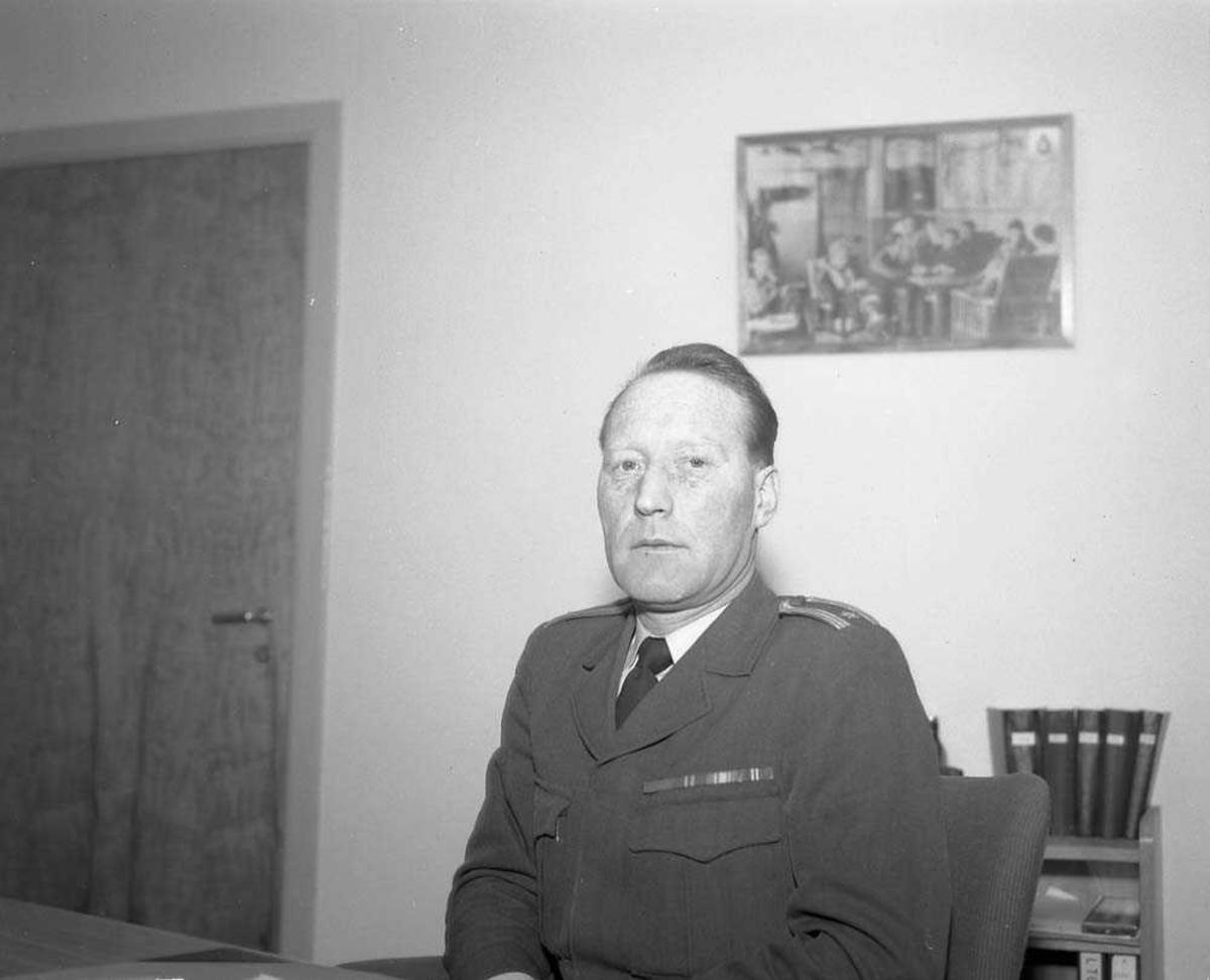 Major Vollan på sitt kontor.