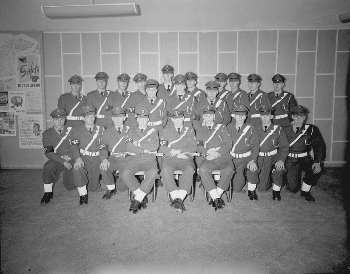 Gruppefoto av Fly Politiet som har gjennomgått kurs.