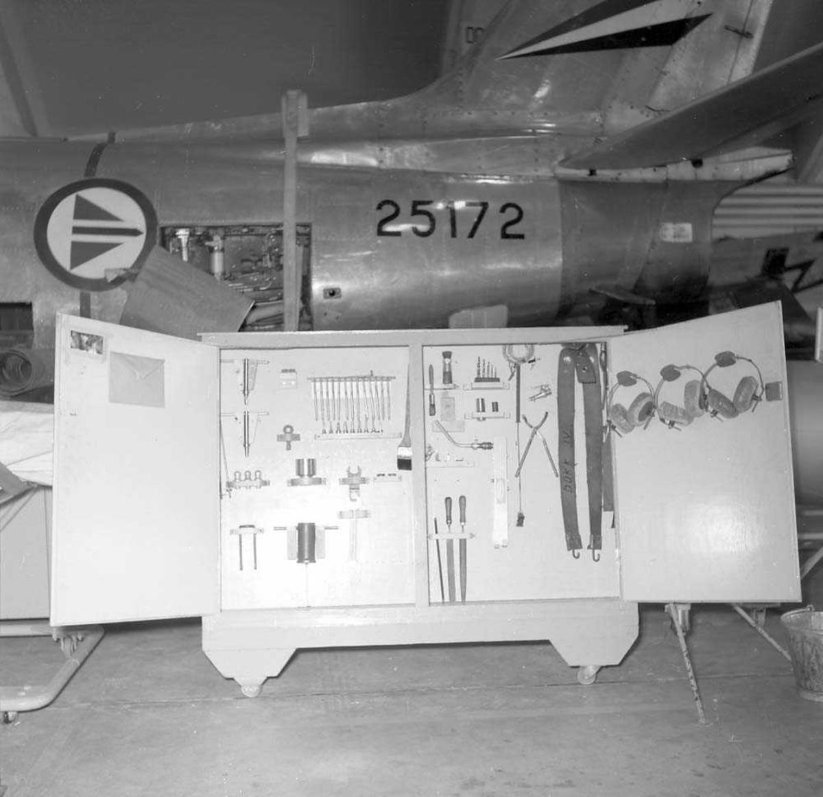 Tavle på Vedlikeholdsskvadronen, Bodø flystasjon.