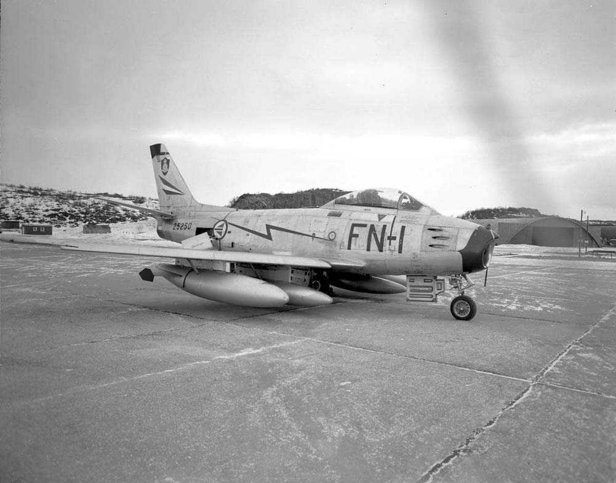 F-86-F Sabre, FN-I, nr. 25250, tilhørende 331 skvadron, Bodø flystasjon.