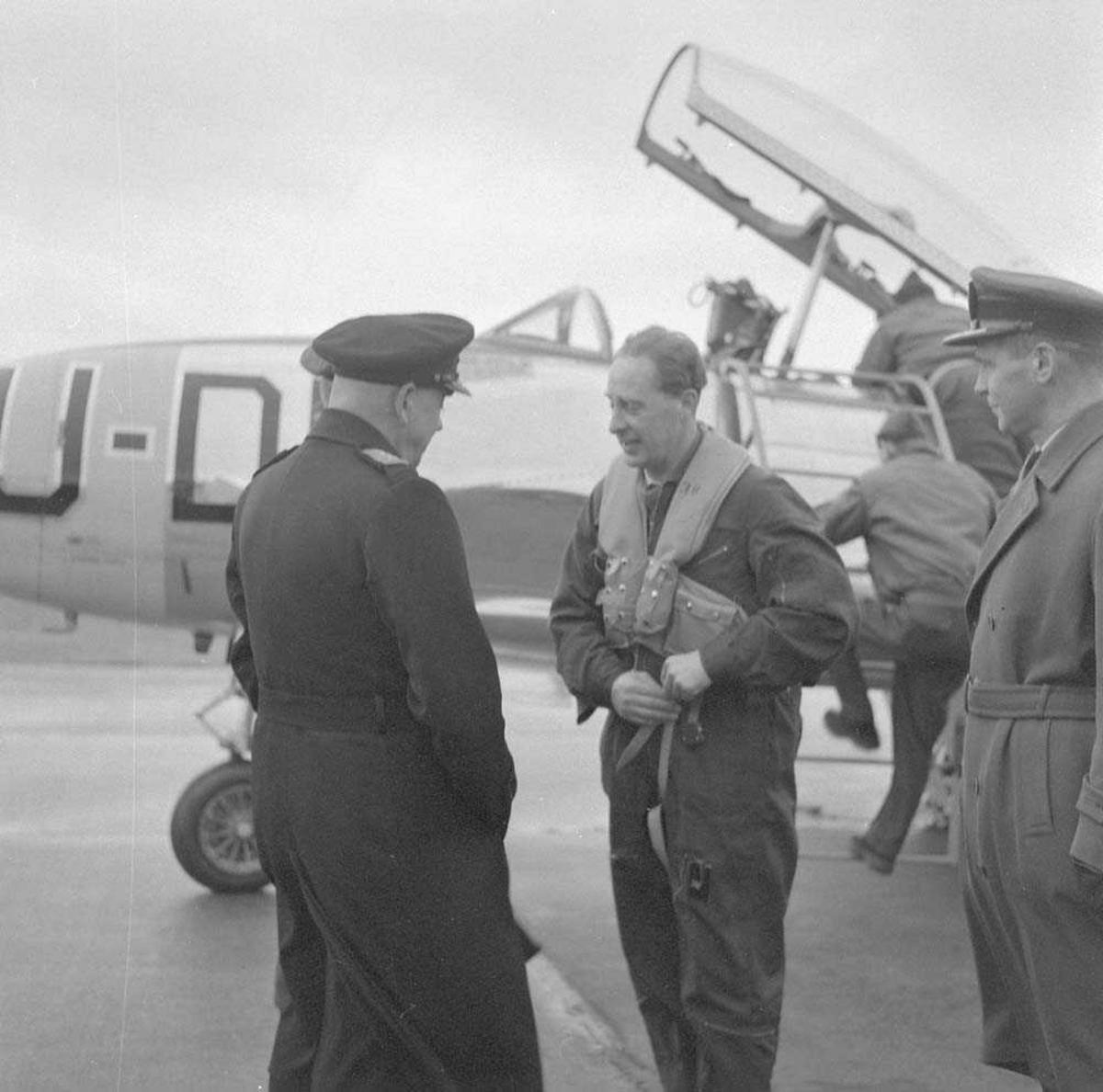Forsvarssjef Folke Hauger Johannessen besøker Bodø flystasjon.