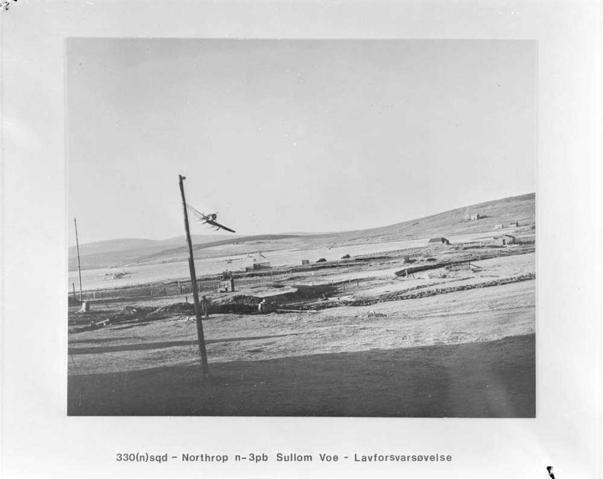 330 skvadron. Lavforsvarsøvelse med Northrop N-3PB.