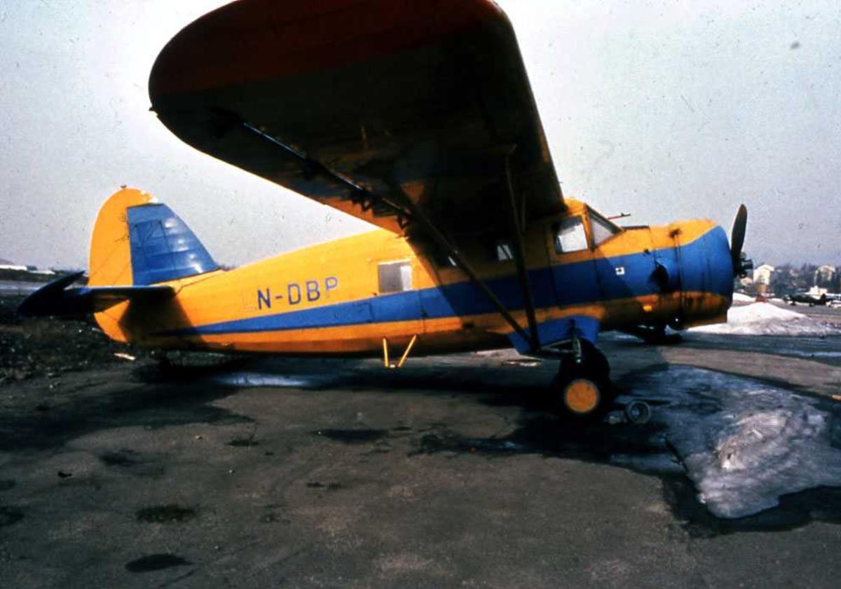 Ett fly på bakken. LN-DBP, Noorduyn Norseman IV.