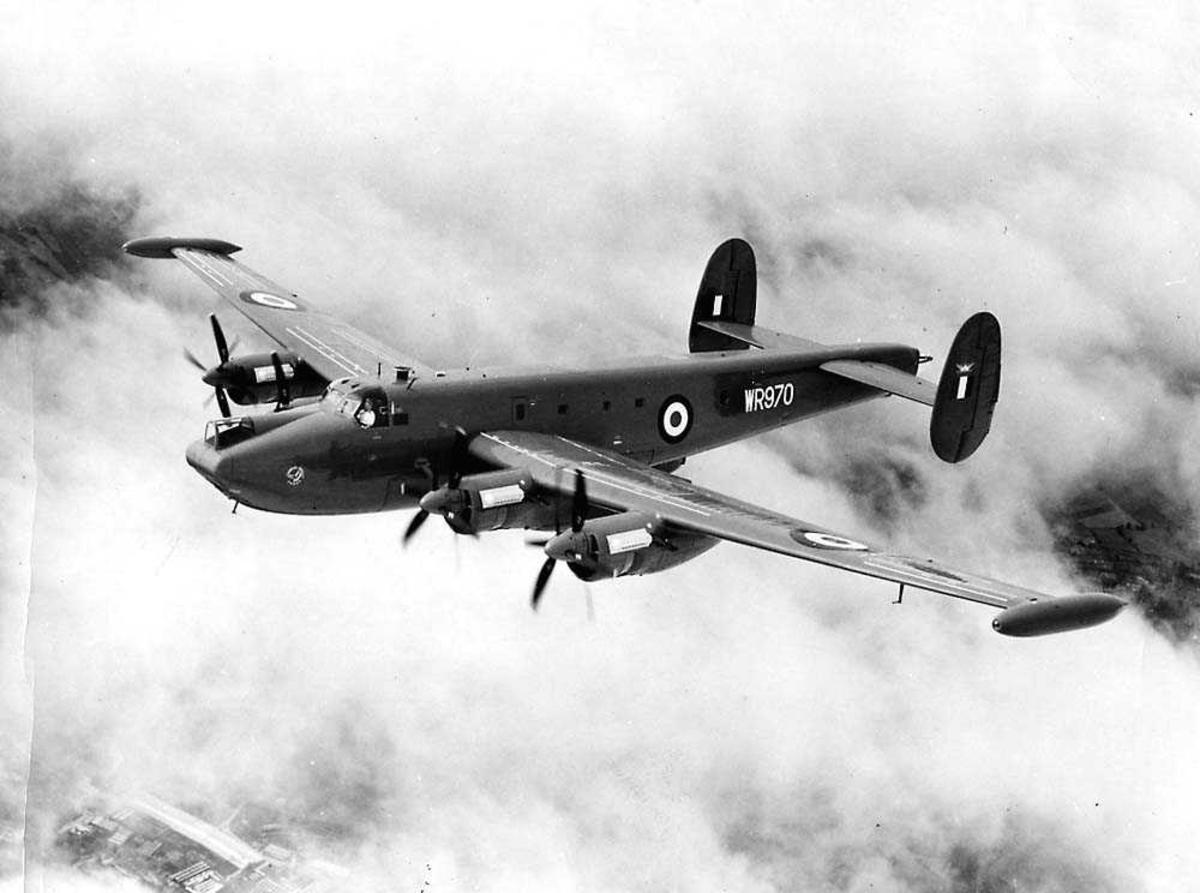 Luftfoto. Ett fly i luften, Avro 696 Shakleton M.R. Mk 3 WR970.