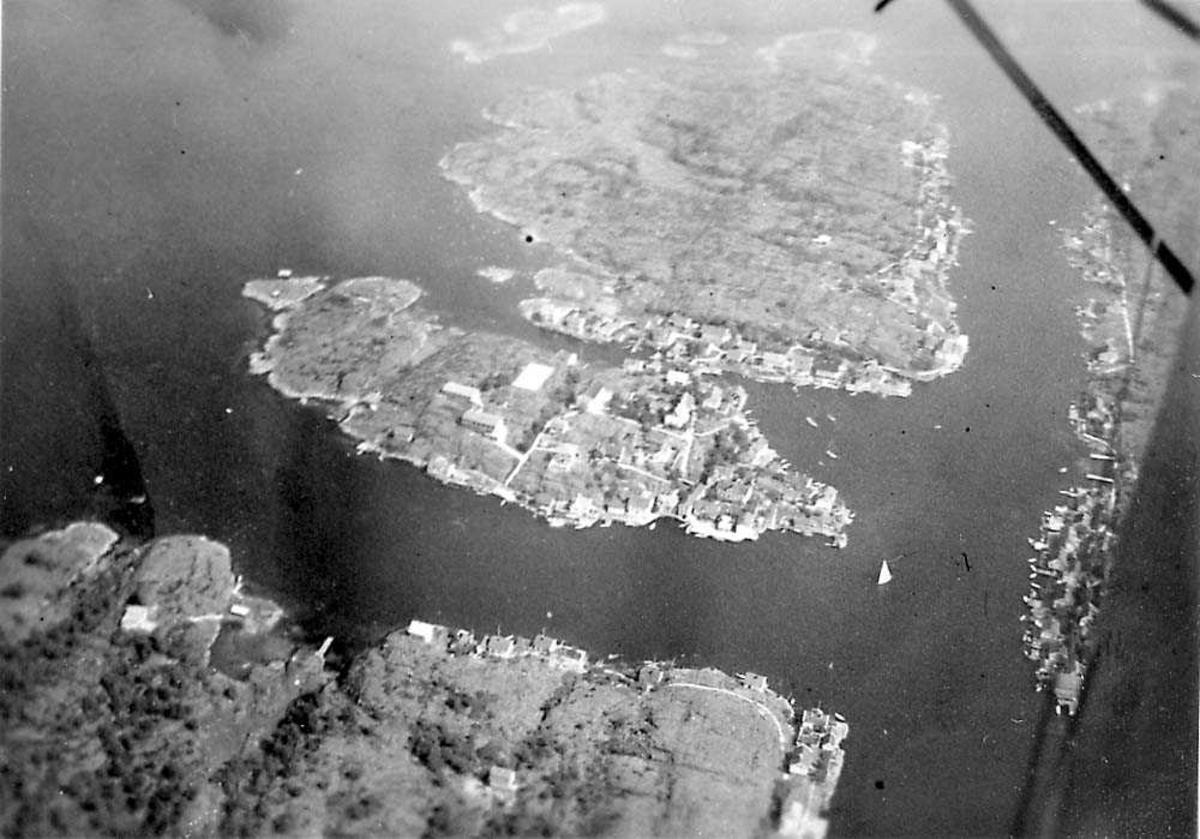 Luftfoto av et tettsted på en øy.