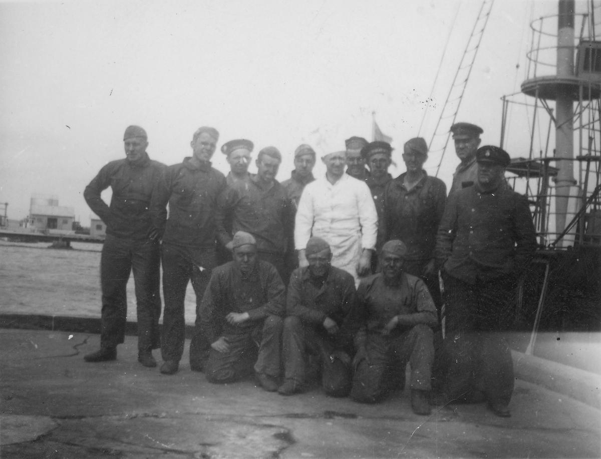 Fartyg: SVALAN                          Varv: Bergsunds MV Övrigt: Svalan med besättning, nybunkrad med kol 1938 i Västervik