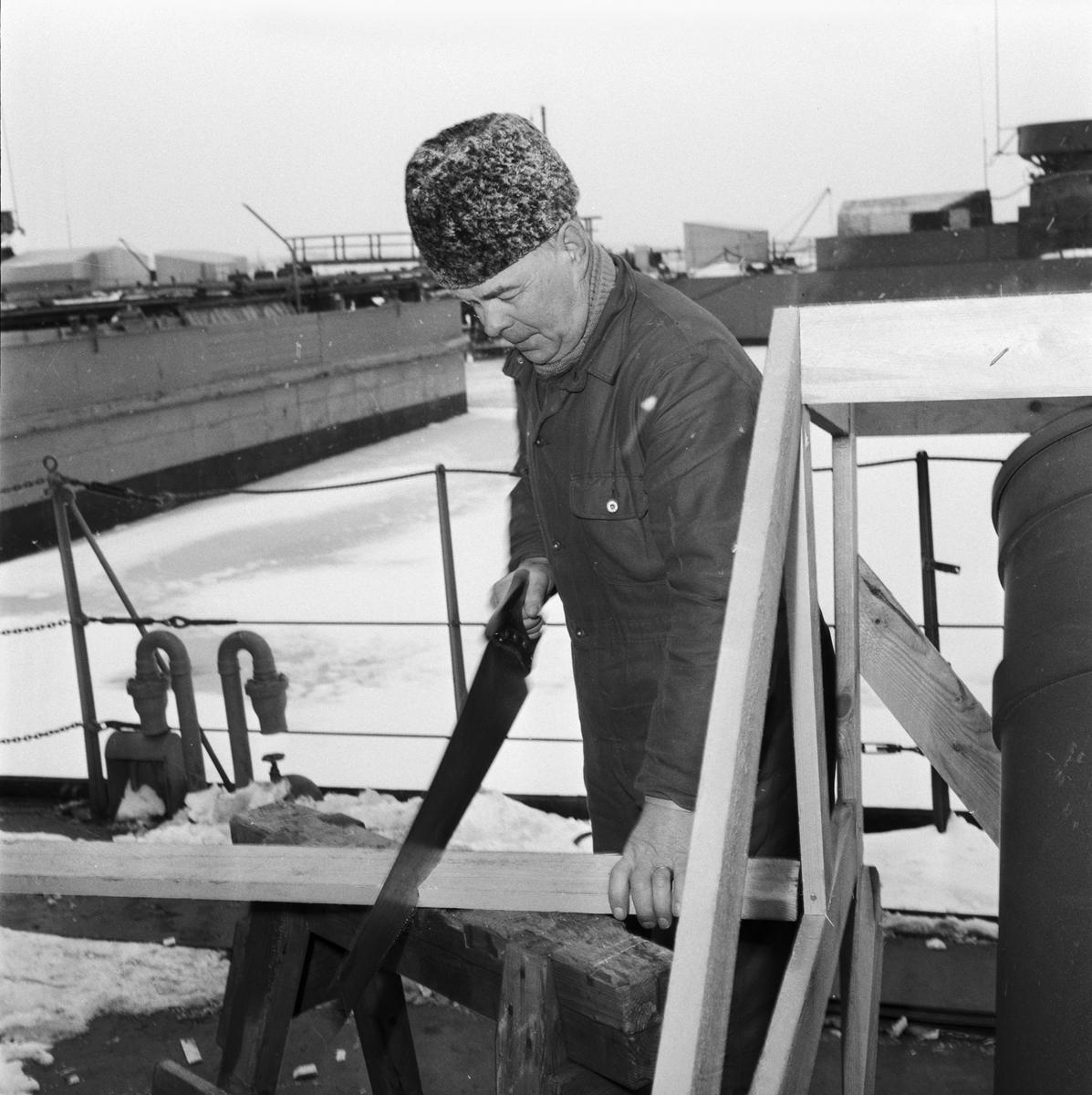 Övrigt: Foto datum: 2/1 1958 Byggnader och kranar Drift pensionärer (varvet runt)