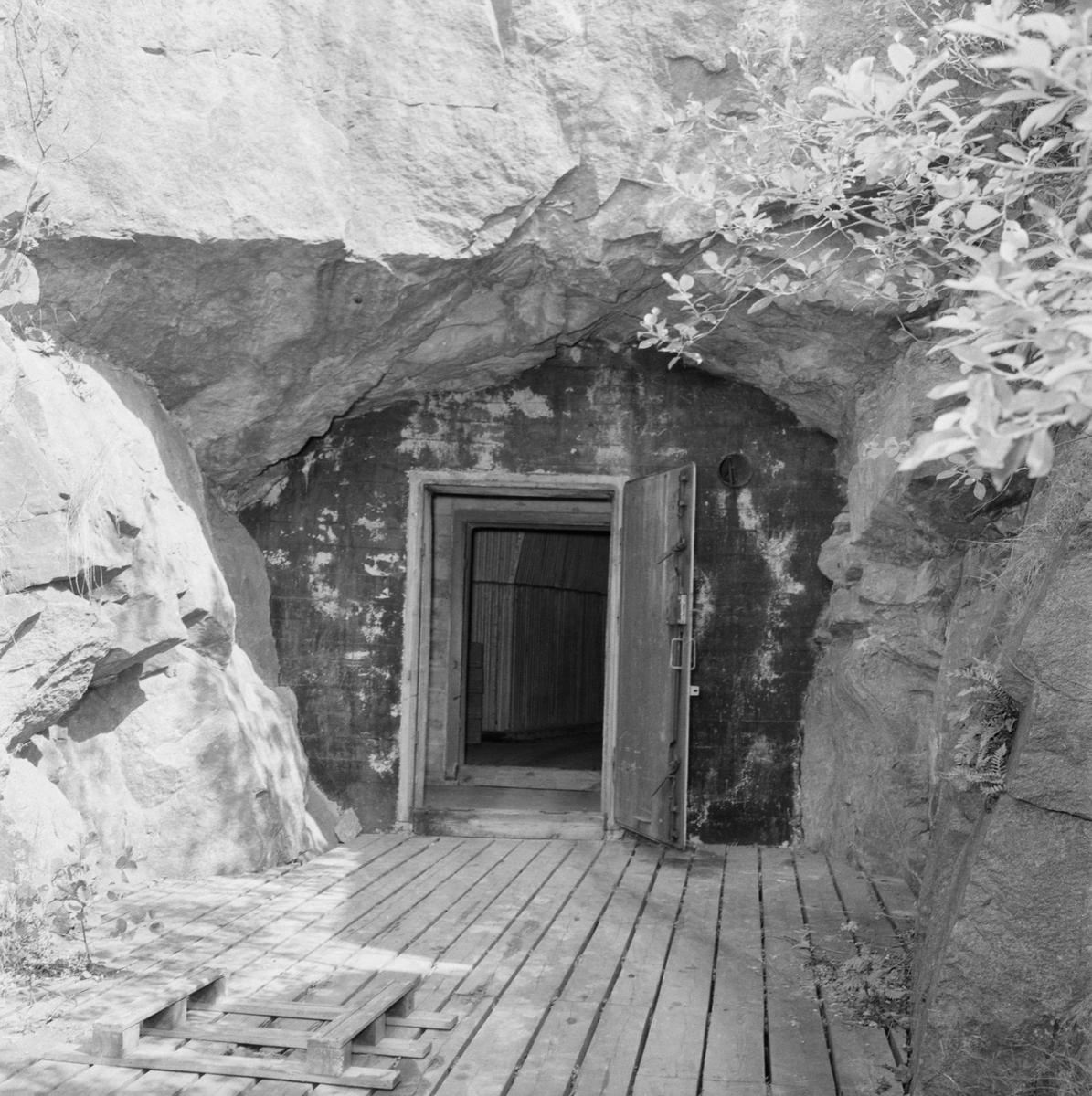 Övrigt: Fotodatum:21/7 1959 Byggnader och Kranar. Karlsholmen tunnlar int o byggnad exteriör. Närmast identisk bild: V16616, ej skannad