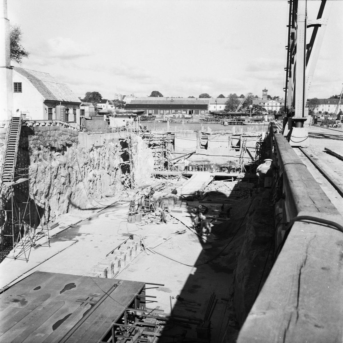 Övrigt: Fotodatum:28/9 1959 Byggnader och Kranar. Polhemsdockan ombyggn. arbete gjutning