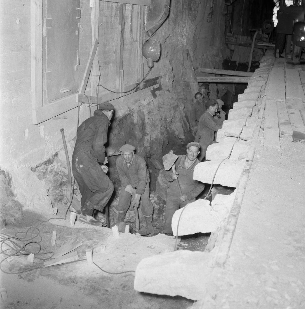 Övrigt: Fotodatum:5/10 1959 Byggnader och Kranar. Järnvägstunnel sprängning