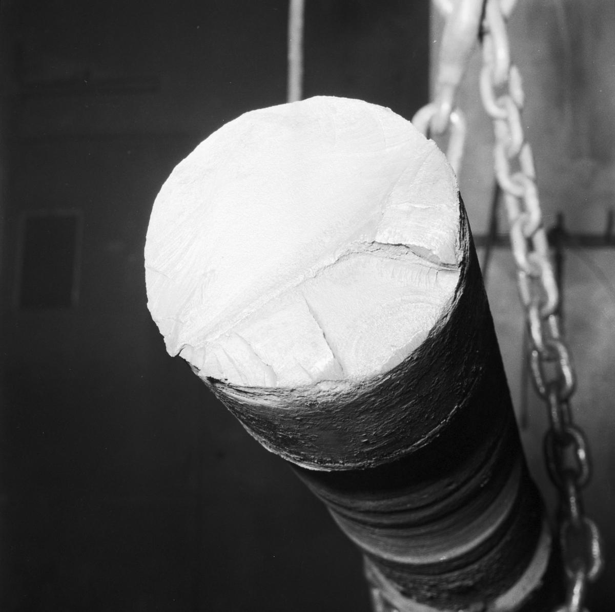 Övrigt: Foto datum: 26/1 1960 Byggnader och kranar Maskverkstan brusten hjärtstock till roder