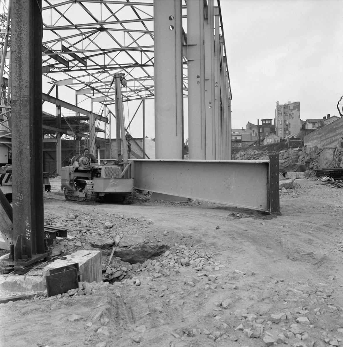 Övrigt: Fotodatum:18/10 1962. Byggnader och Kranar. Nya plåtverkstan lyft av balkar