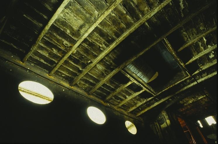 Fartyg: FREJA                         Bredd över allt 4,02 meterLängd över allt 20,15 meterRederi: Ångbåtsföreningen FrejaByggår: 1869Varv: Motala VerkstadÖvrigt: Fototillfälle: 2005-06-04. Byggdes som Kalmarsund No3. Blev 1887 Freja och trafikerade Frykensjöarna tills den förliste 1896. Bärgades 1994 och byggdes upp vari 99% av all plåt byttes ut. Eldhärjades men återuppbyggdes. Pga namnrestríktioner fick fartyget namnet Freja af Fryken, vilket namn enligt lag står målat i aktern. SMM har gjort en större dokumentation av fotografen Jean-Åke Almquist 1996.(Kallas formellt för Freja af Fryken men vi väljer att namnge den som Freja.)