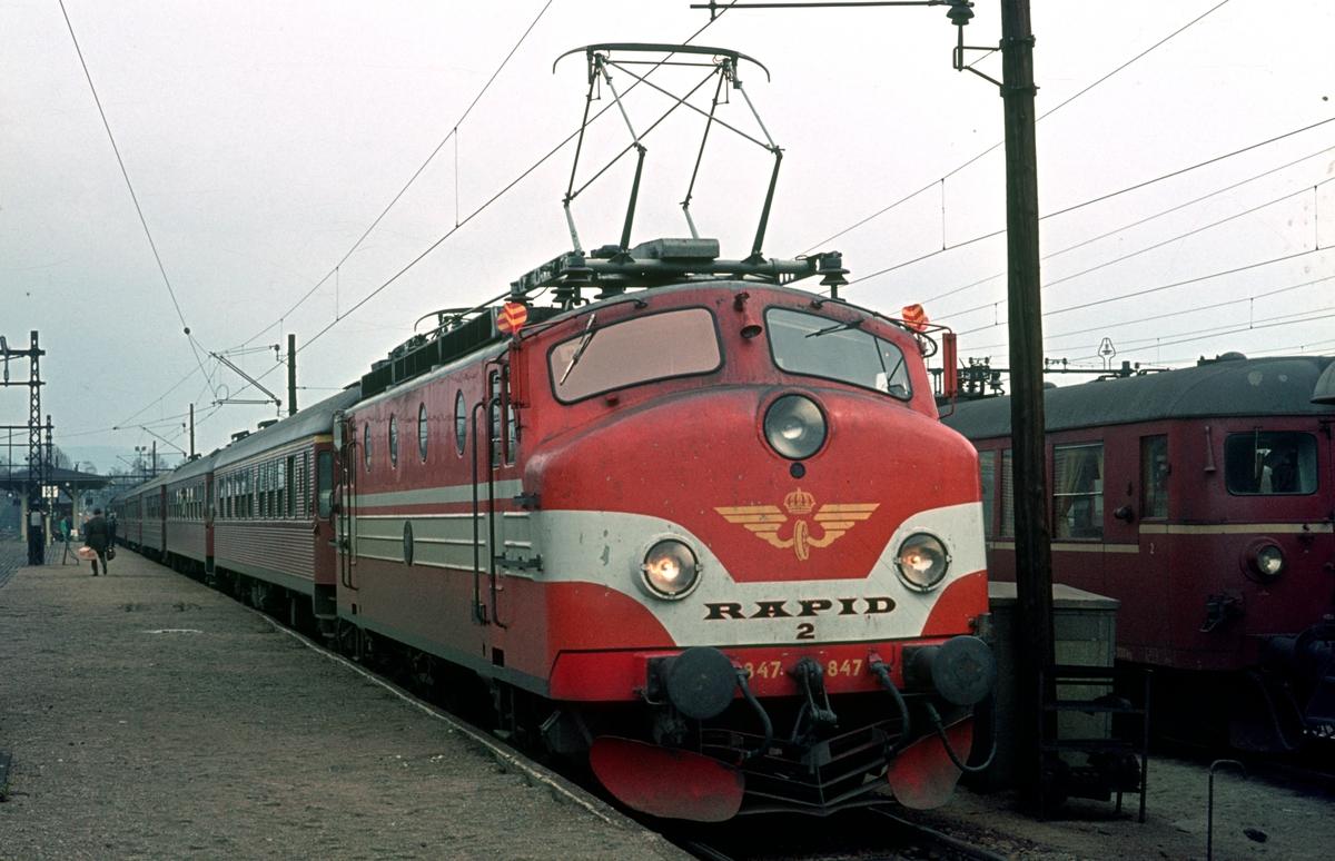 Ekspresstog Stockholm - Oslo, 1034, Norgepilen. SJ elektrisk ekspresstogslokomotiv Ra 847, Rapid 2.