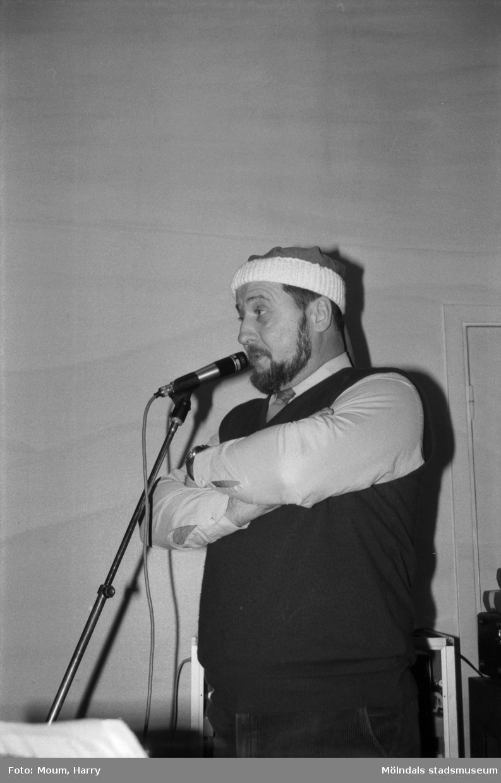 Lindome hembygdsgilles julgille på Hällesåkersgården i Lindome, år 1985.  För mer information om bilden se under tilläggsinformation.