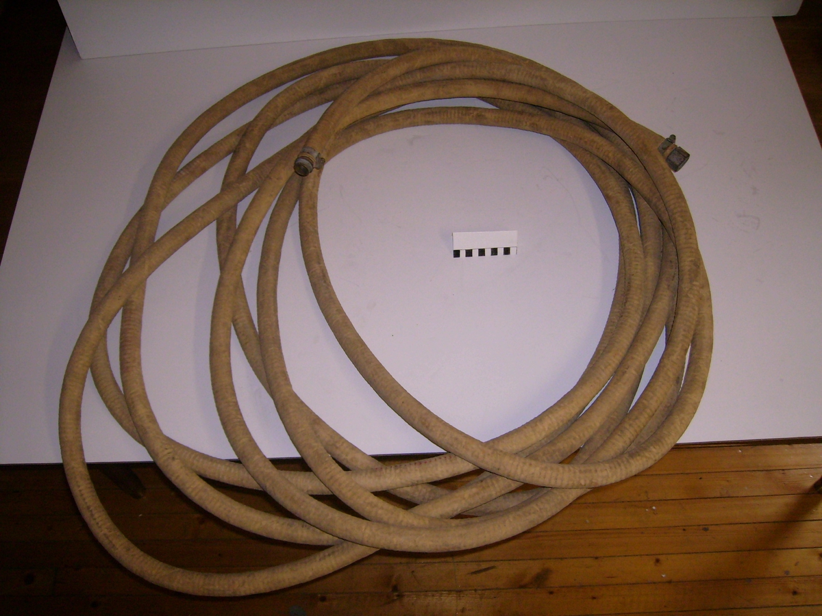 Slangen brukes mellom belg og røykdykker.
