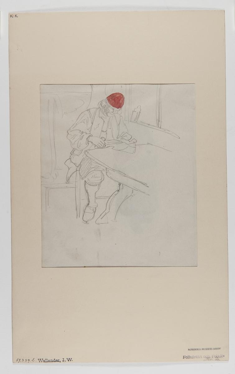 Delvis akvarellerad handteckning av J W Wallander. Mansdräkt från Mora. En man sittande vid ett bord. Nordiska museets inventarienummer 57339L. Mannen, som sitter och klipper vid ett bord, bär en röd kringelatt (kilmössa), ett uppknäppt vitt livstyttje (väst), en skjorta, ett par skinnbyxor samt en stjimpa (förskinn).