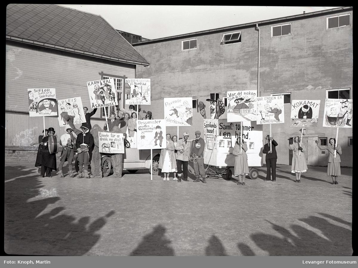 17.mai feiring russefeiring på skoleplassen.