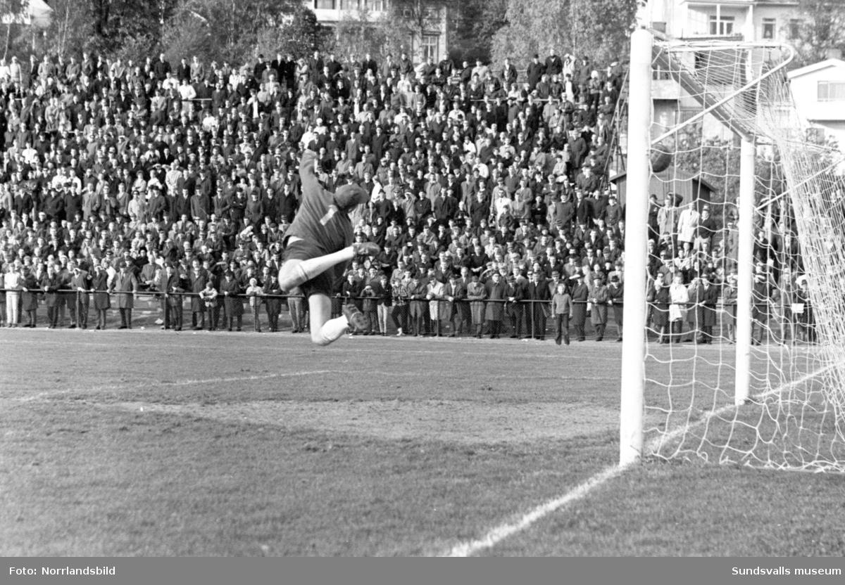 Fotboll, GIF Sundsvall-Holmsund 2-3.