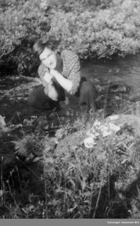 Johan Riesto,i Viinikkabekken ved familiens hytte. Foto er sannsynligvis tatt i perioden 1939-1944.