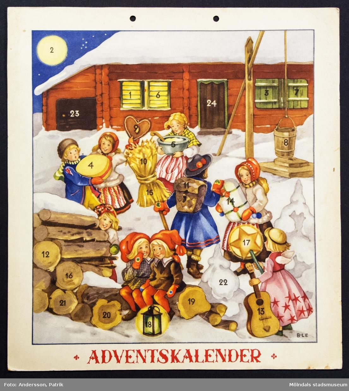 Adventskalender,  från cirka 1940 - 50-talet.  Motivet på kalendern är tecknat av Britt-Lis Erlandsson. Kalendern fick Gunilla Ferm tillsammans med sina systrar Birgitta och Kristina. I övre kanten på kalendern finns två hål för upphängning.