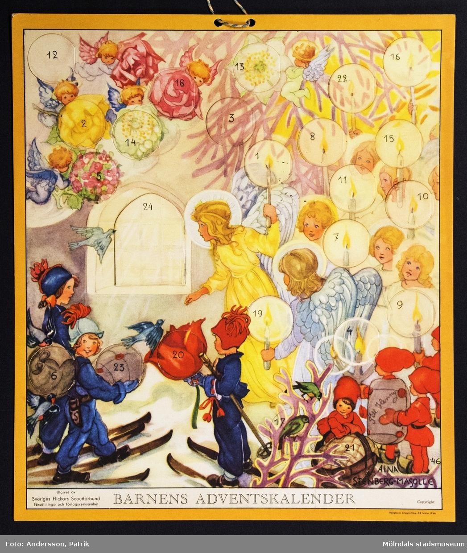 Barnens adventskalender från december 1946 utgiven av Sveriges Flickors Scutförbund. Motivet är tecknat av Aina Stenberg - Masolle. Kalendern fick Gunilla Ferm tillsammans med sina systrar Birgitta och Kristina. Kalendern gick i omtryck 1993. I övre kanten på kalendern finns två hål med ett snöre för upphängning.