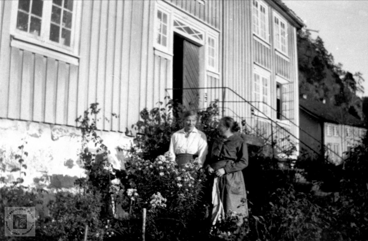 Hos Ola Håkonsen Skjævesland
