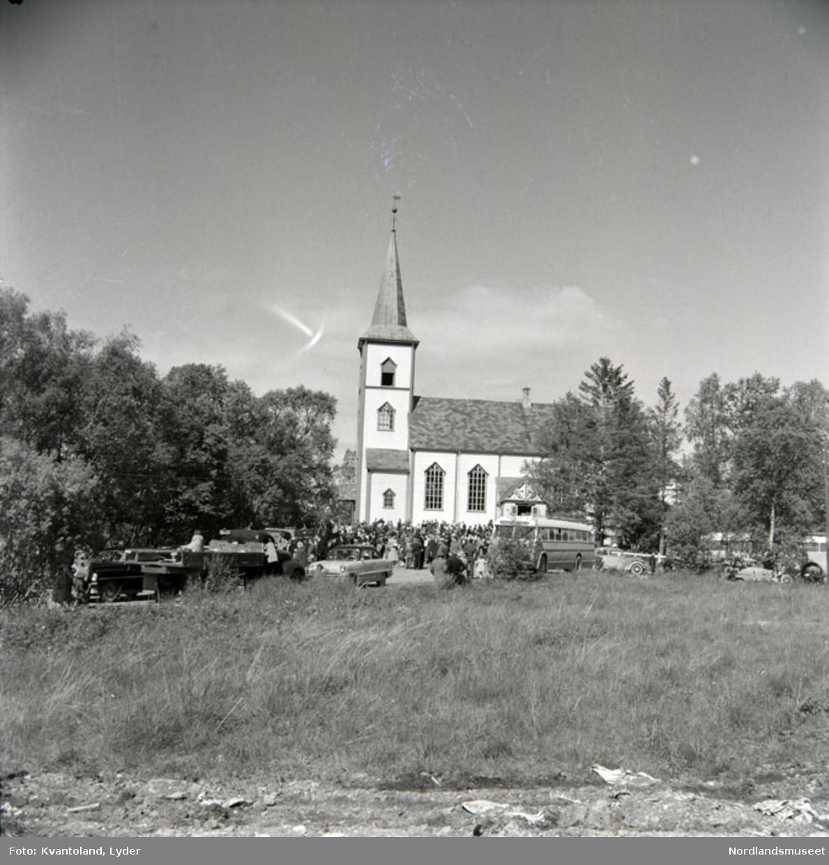 Kvantolands protokoll: Folk ved Røsvik kirke - konfirmasjonssøndag