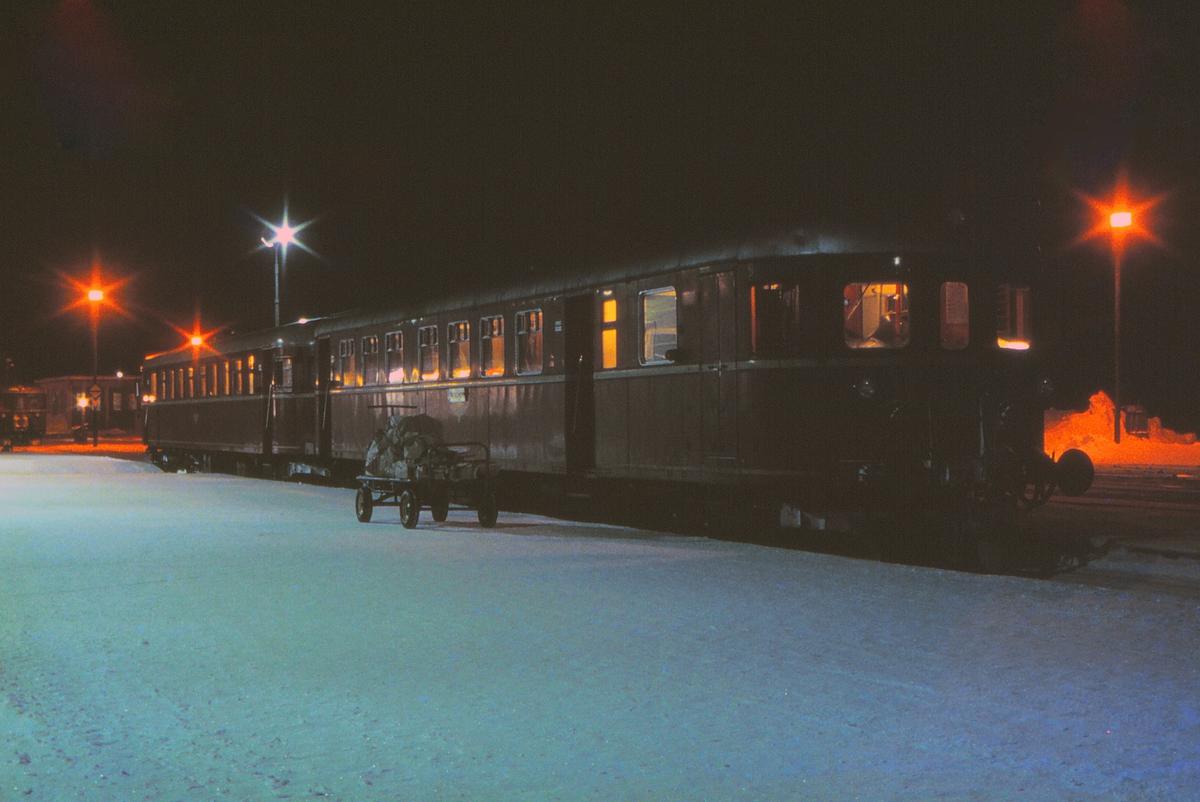 Persontog 412, Røros - Trondheim, med BFS 86 og BM 86.