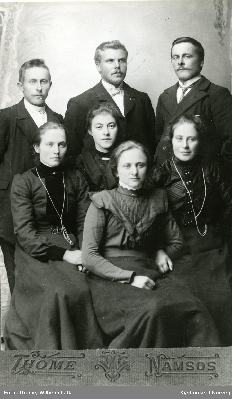 Foran fra venstre: Gjertrud Gjertsen, Mathilde Martiniussen, Kaia Petersen og Ingara Aleksandersen. Bak fra venstre: Martin Midtbø, Fredrik Eidshaug og Elias Nicolaisen