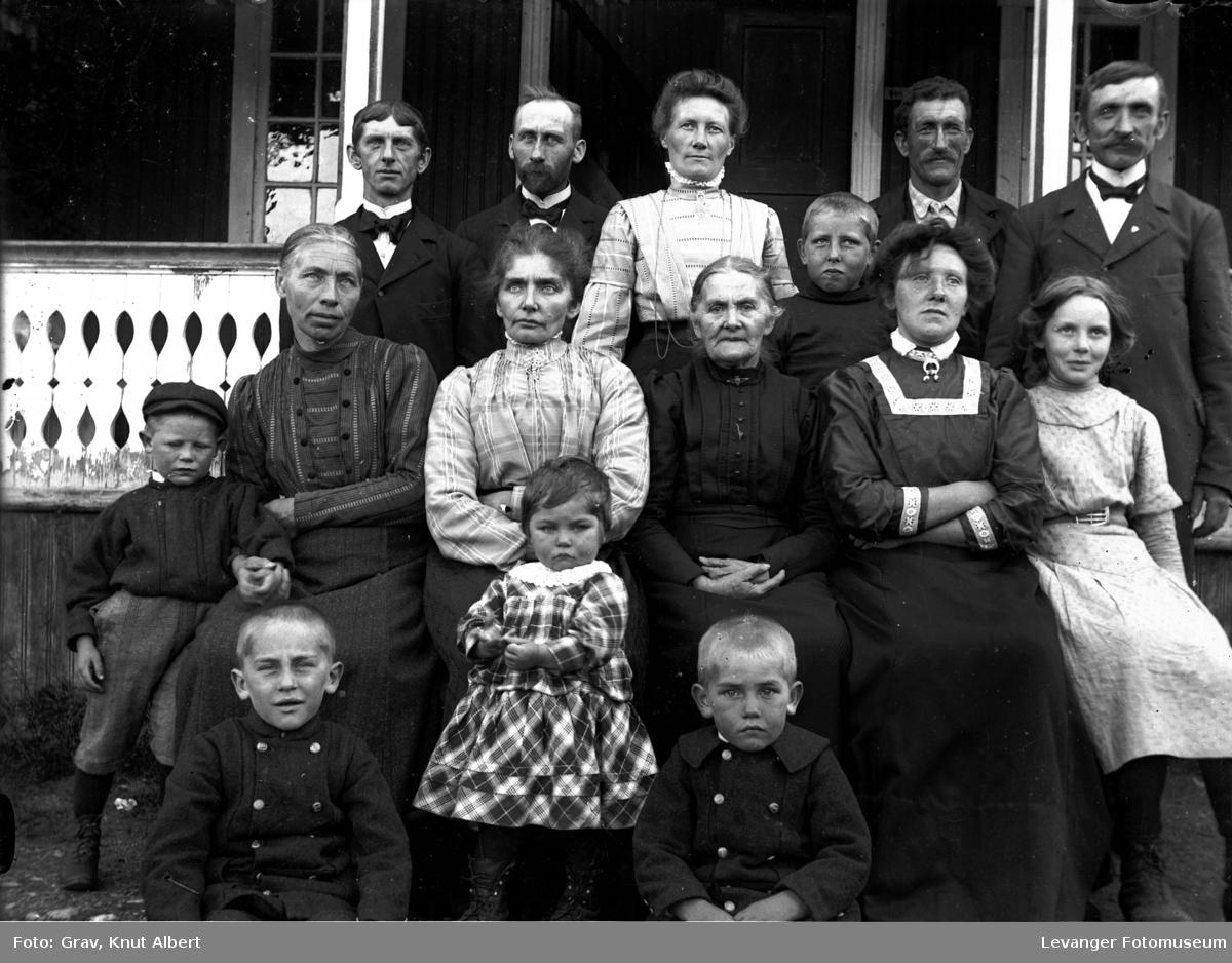 Familie med tjenere på Bangsund