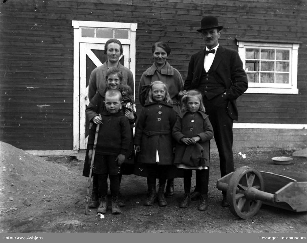 Gruppe, familie med barn
