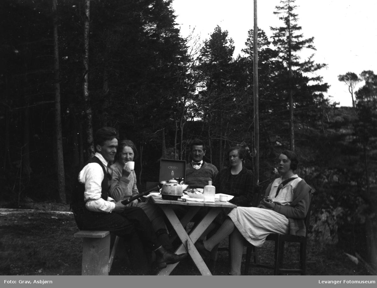 Gruppebilde, kaffekos ved Svenninghytta
