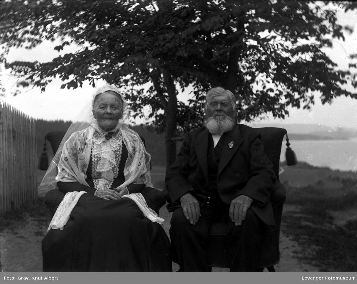 Portrett  av et eldre par.