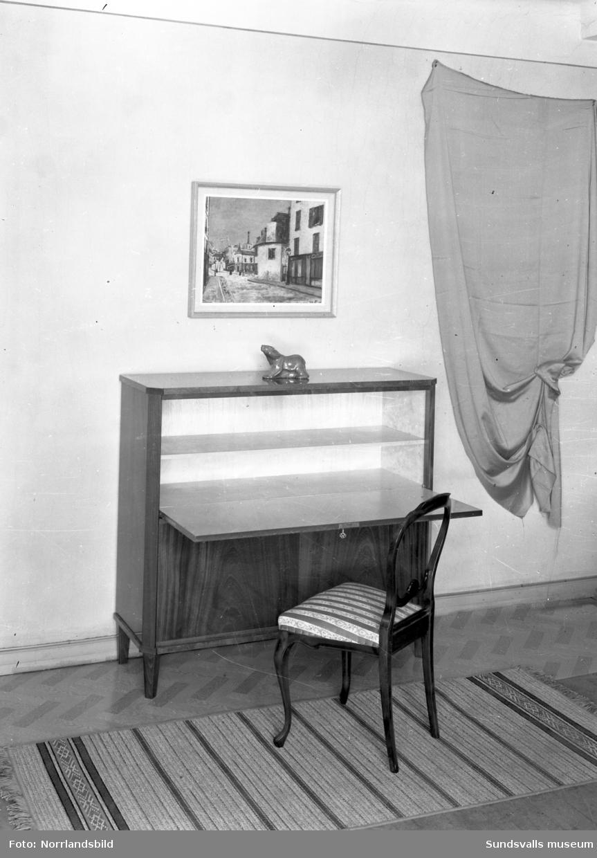 Klaffskåp på Engelfeldts möbelaffär.