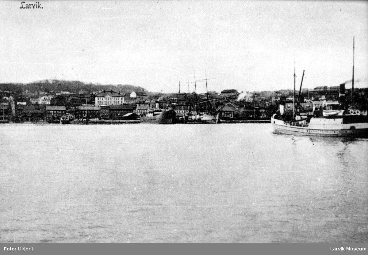 Havnemotiv, Larvik havn, Romberggata skole.