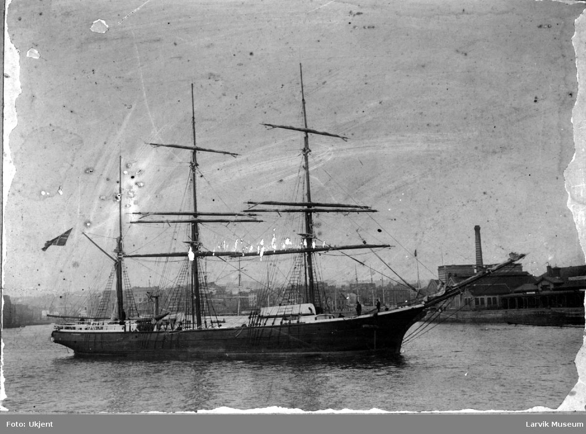 Fartøy, seilskip, barken Taurus av Larvik.