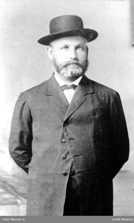 portrett, mann, kaptein Ole Grønn
