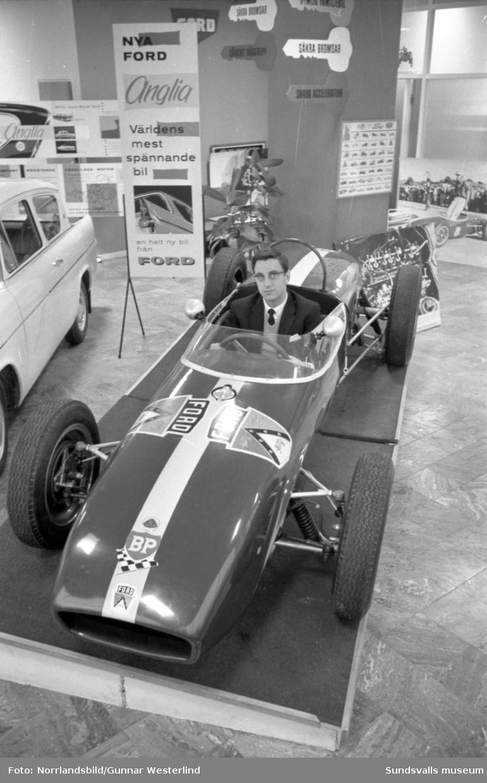 Jonnie Dahlström i en racerbil ägd av C-G Hammarlund.