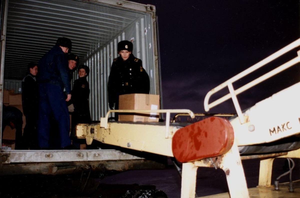 Lufthavn/Flyplass. Murmansk. Braathens SAFE's første anløp der, og cargo losses under observasjon fra flyplassmyndigheter.