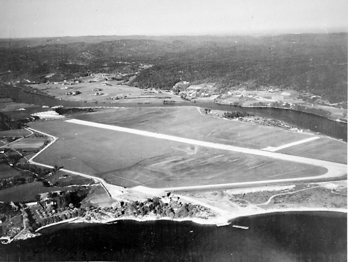 Luftfoto av lufthavn - flyplass.