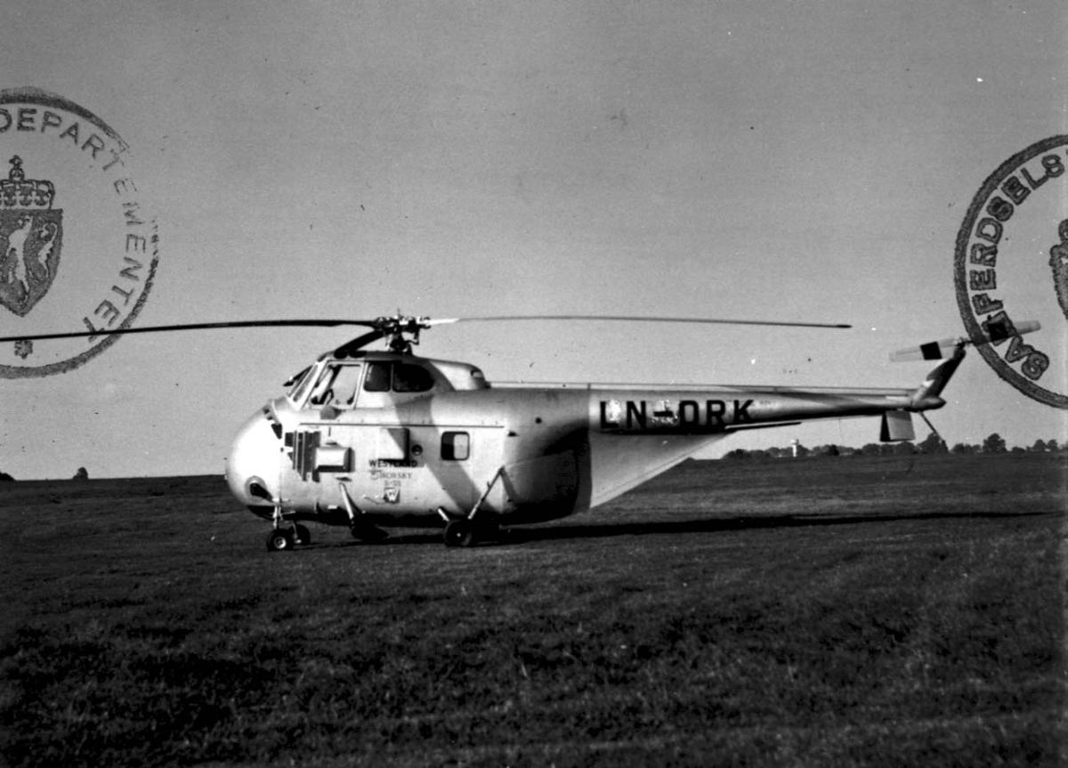 Lufthavn, 1 helikopter på bakken, Sikorsky S-55 Srs.1 LDB 331 LN-ORK fra Melsom & Melsom.