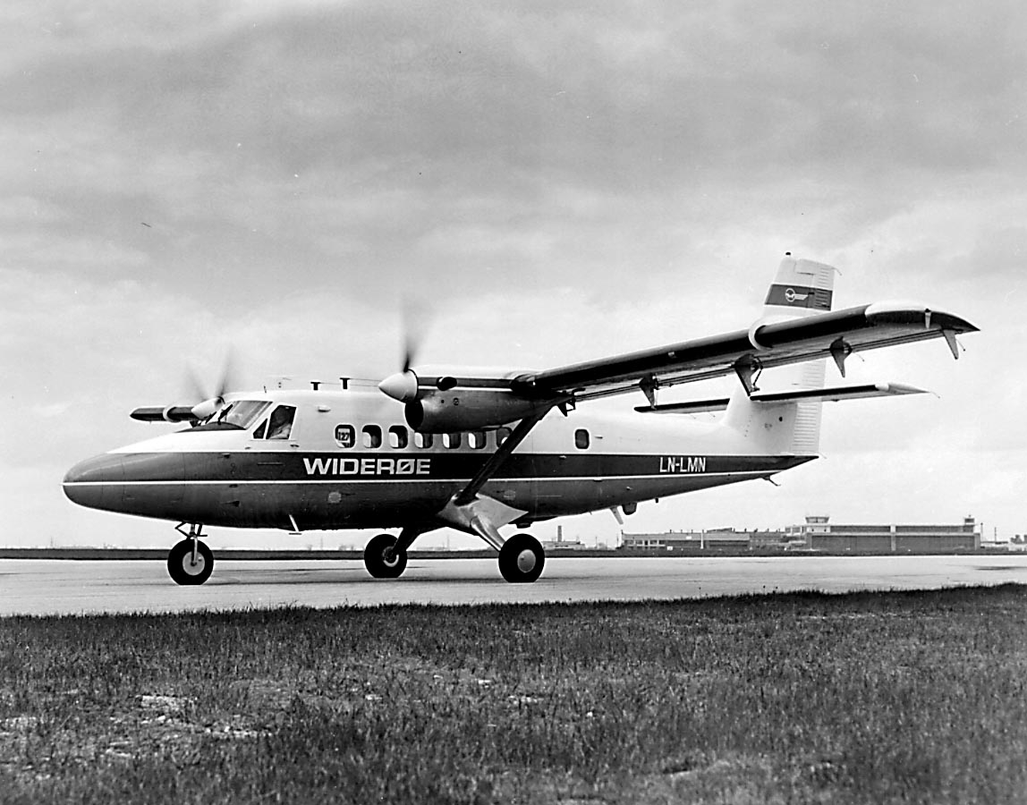 Lufthavn. 1 fly på bakken DHC-6 Twin Otter-200  LN-LMN fra Widerøe. Fly: Turboprop, Produsentland Canada. Motorer  2x 652 hk Pratt & Whitney PT6A-27.