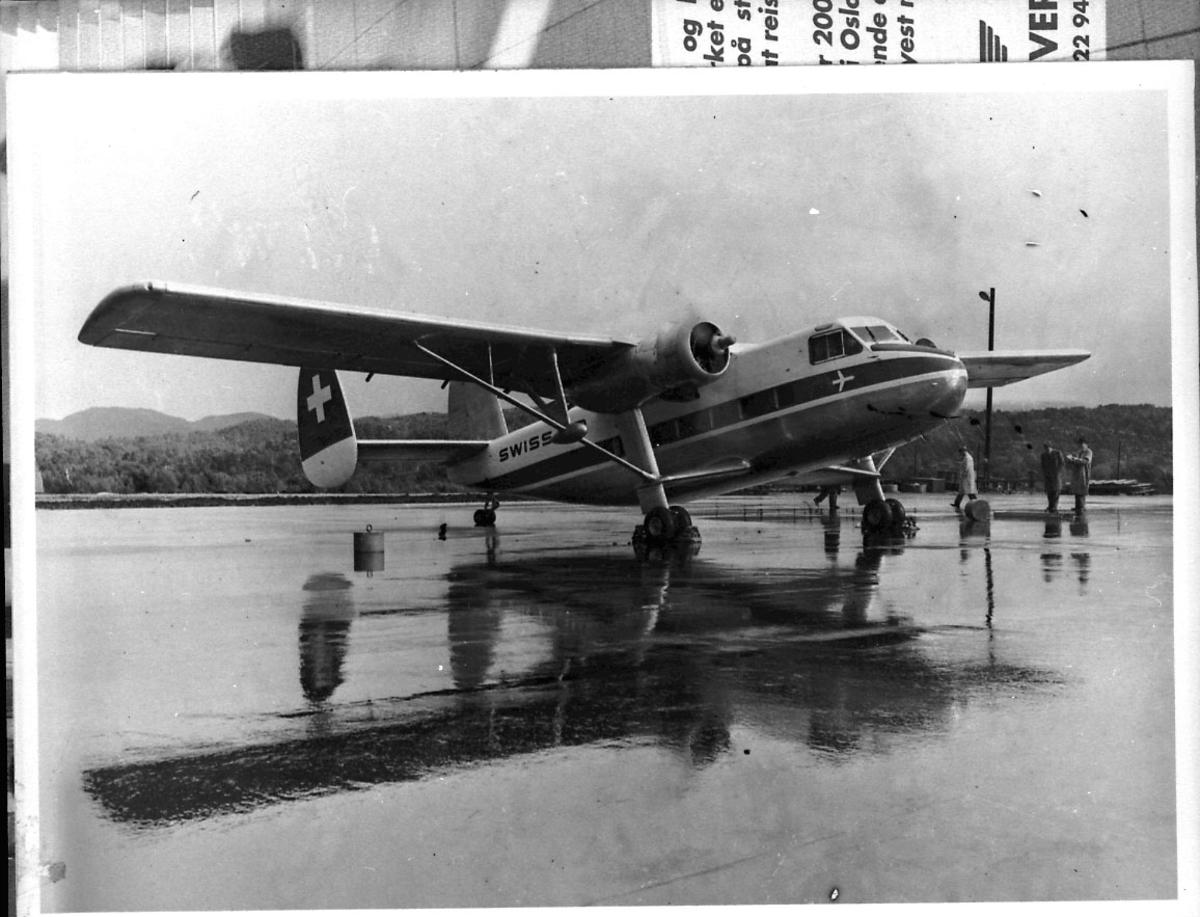 Lufthavn, 1 fly på bakken, Scottish Aviation Twin Pioneer fra Swissair.